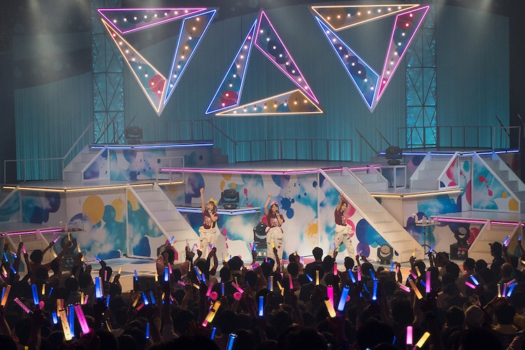 """TrySail「LAWSON presents TrySail Live Tour 2019 """"The TrySail Odyssey""""」広島・広島文化学園HBGホール公演の様子。"""