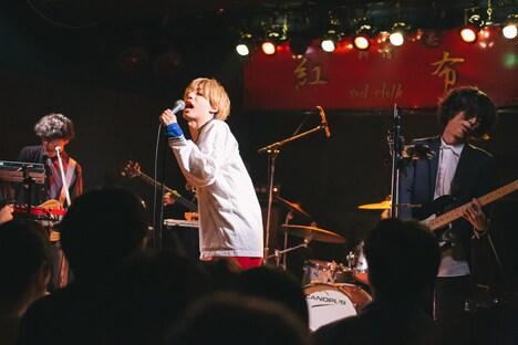 ギリシャラブ「『悪夢へようこそ!』発売記念ツアー 東京編」の様子。(撮影:コムラマイ)