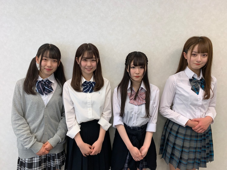 左からアキシブproject4期メンバーの藤木愛、児島七奈、橘ひより、浅見歩果。
