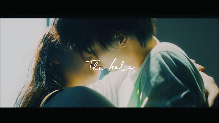 King Gnu「The hole」ミュージックビデオのワンシーン。