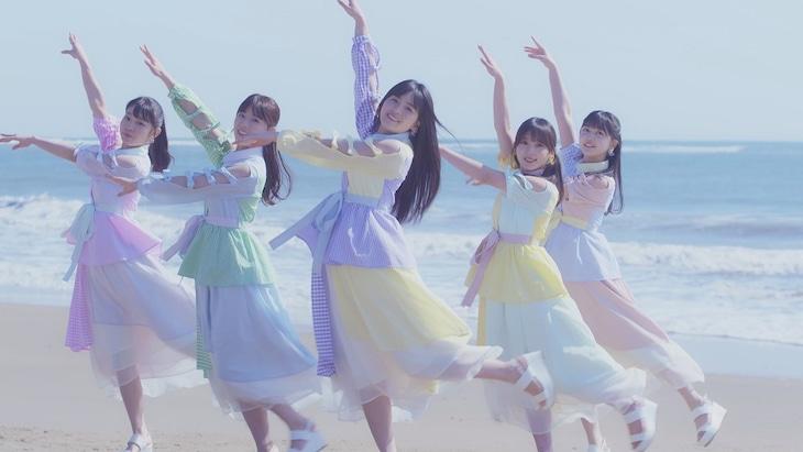 乃木坂46「平行線」ミュージックビデオのワンシーン。
