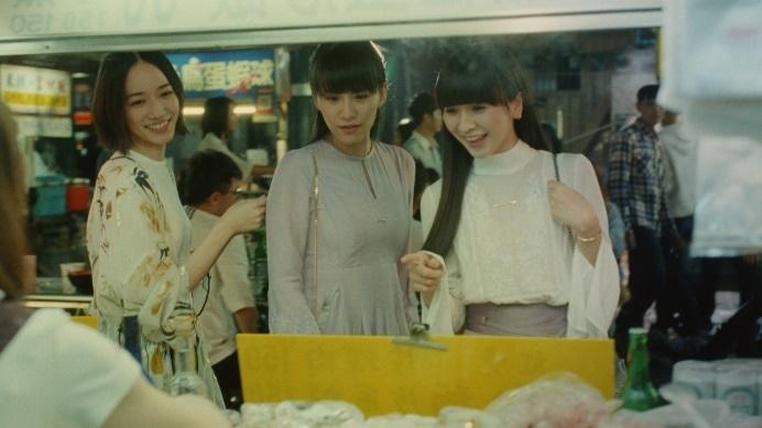 Perfumeが出演する「肌美精」シートマスクシリーズCMのワンシーン。