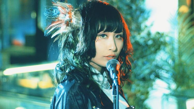 嘘とカメレオン「パプリカはポストヒューマンの夢を見るか」ミュージックビデオのワンシーン。