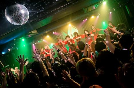 WAggのライブの様子。(Photo by Sotobayashi Kenta)