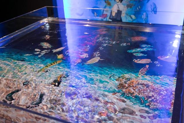 地下1階「深海」に展示された「海の幽霊」のジャケット。(写真提供:ソニー・ミュージックレーベルズ)