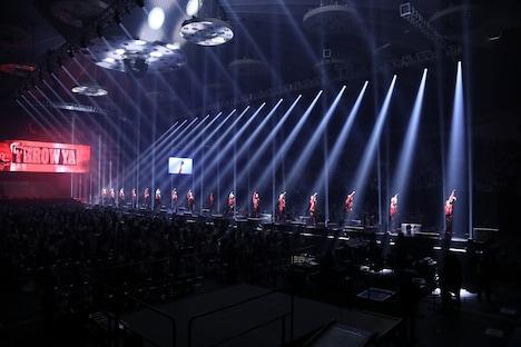 "「THE RAMPAGE LIVE TOUR 2019 ""THROW YA FIST""」北海道・真駒内セキスイハイムアリーナ公演の様子。(写真提供:エイベックス・エンタテインメント)"