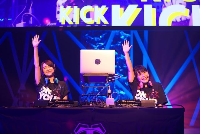 左からM・ A・O、新田恵海。(撮影:中村ユタカ)
