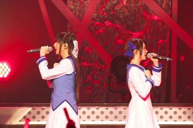 左から佐倉薫、M・A・O。(撮影:中村ユタカ)