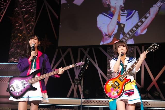 ライブ初参加の東城日沙子(左)と花井美春(右)。(撮影:中村ユタカ)