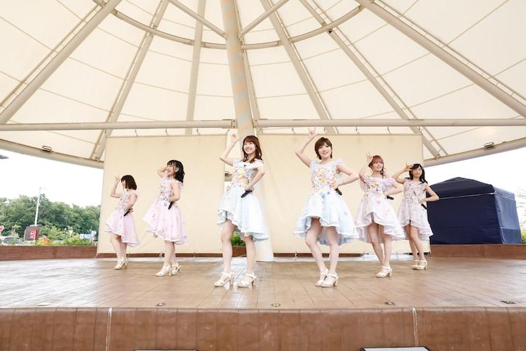 AKB48「梅雨を吹き飛ばせ」の様子。(c)AKS