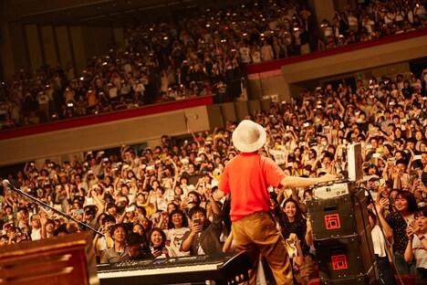 "「never young beach HALL TOUR 2019 ""STORY""」の様子。(Photo by Yosuke Torii)"