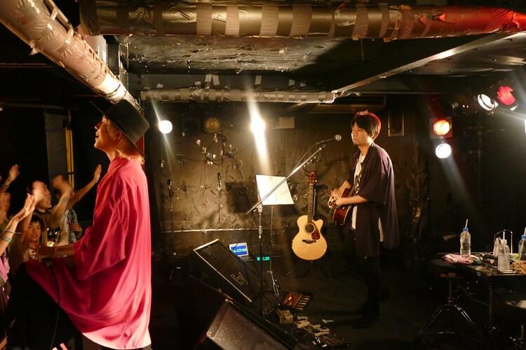 吉田山田「吉田山田47都道府県ツアー~二人またまた旅2019~」奈良公演の様子。