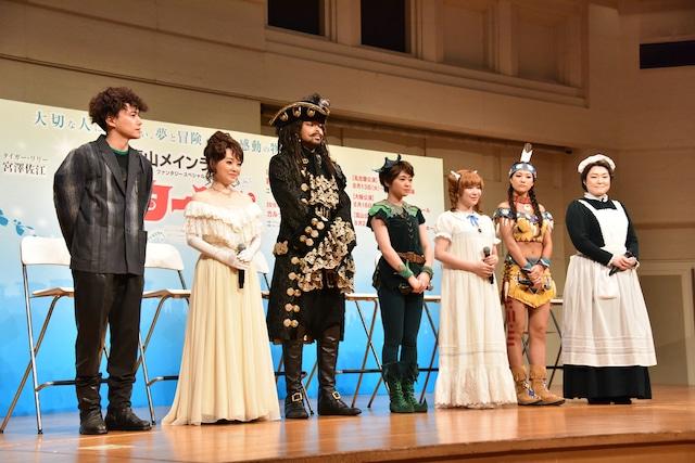左から藤田俊太郎、入絵加奈子、EXILE NESMITH、吉柳咲良、河西智美、宮澤佐江、久保田磨希。