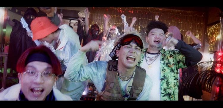 JABBA DA FOOTBALL CLUB「新世界」ミュージックビデオのワンシーン。