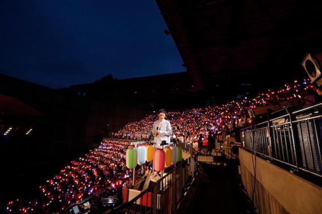 鈴村健一「鈴村健一 満天LIVE 2019 ~ぼくらの前夜祭・ぼくらの後夜祭~」の様子。(撮影:草刈雅之)