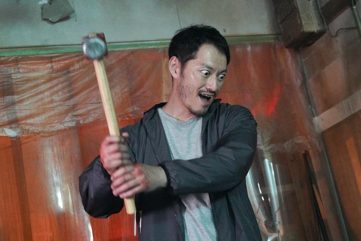 誘拐犯・川島武雄を演じる般若。