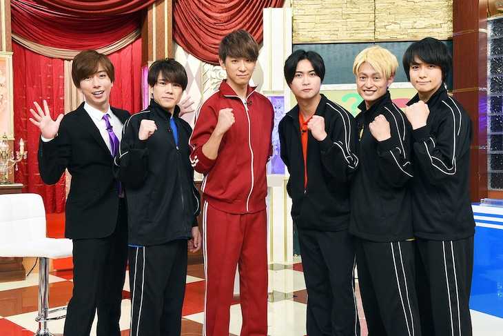 A.B.C-Zと小山慶一郎(NEWS)。 (c)テレビ東京