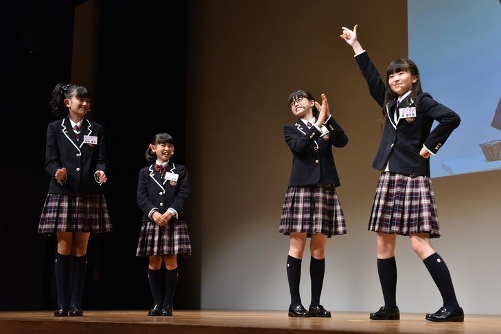 左から田中美空、木村咲愛、吉田爽葉香、連続ビリ記録を更新した森萌々穂。