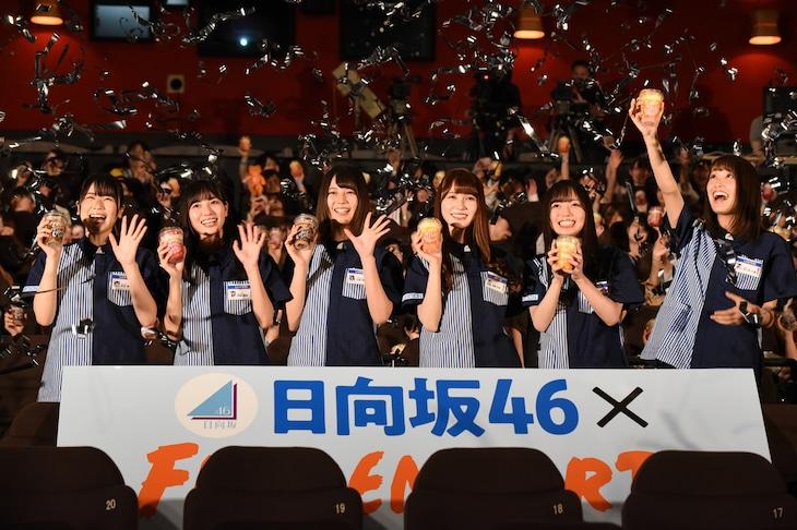 左から丹生明里、河田陽菜、小坂菜緒、加藤史帆、齊藤京子、佐々木久美。