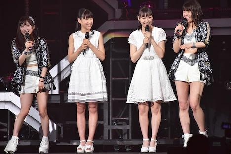 Juice=Juiceに新メンバーとして加入する松永里愛(左から2番目)と工藤由愛(右から2番目)。