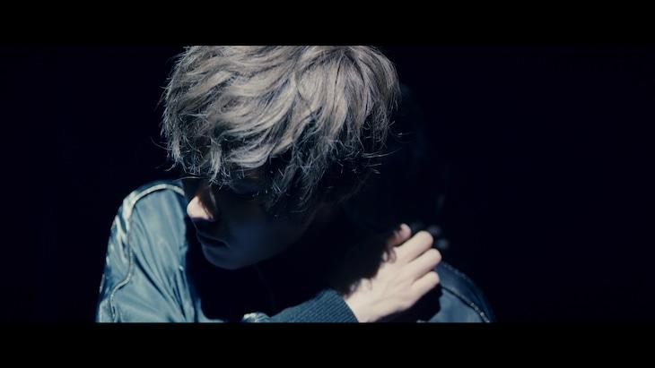 川口レイジ「Like I do」ミュージックビデオのワンシーン。