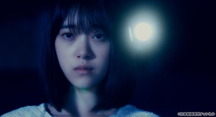 日本映画専門チャンネルステーションID「映画の女の子、の依拠する三角関係に差し当たって」より堀未央奈(乃木坂46)。(c)日本映画専門チャンネル