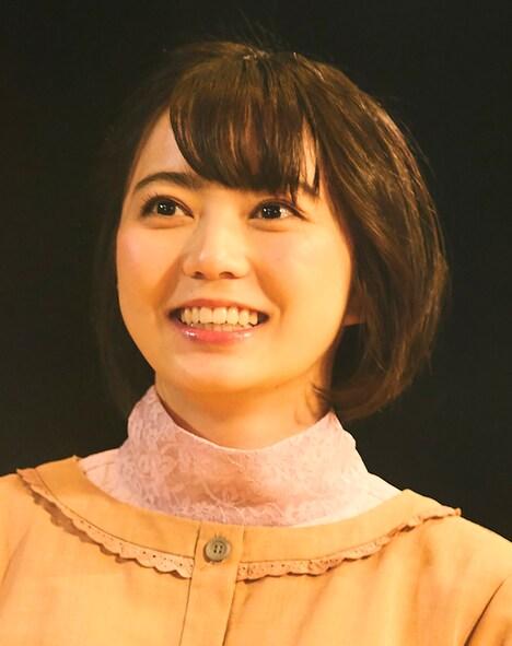 安本彩花演じる星ヒカル。(c)「びしょ濡れ探偵 水野羽衣」製作委員会