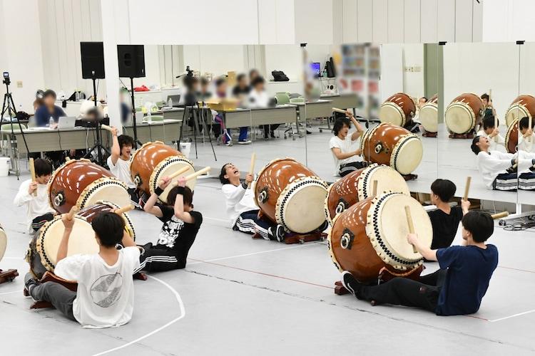 「音楽の日」腹筋太鼓のリハーサルの様子。(c)TBS