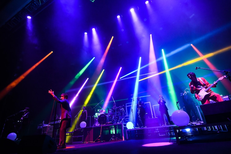 スガシカオ「SUGA SHIKAO TOUR 2019~労働なんかしないで 光合成だけで生きたい~」東京・NHKホール公演の様子。(撮影:岸田哲平)