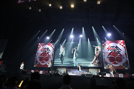 森久保祥太郎、小野大輔、寺島拓篤、鈴村健一のステージの様子。