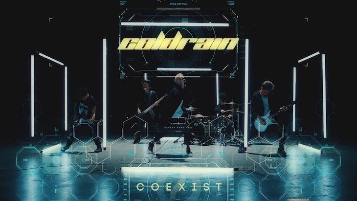 「COEXIST」MVのワンシーン。
