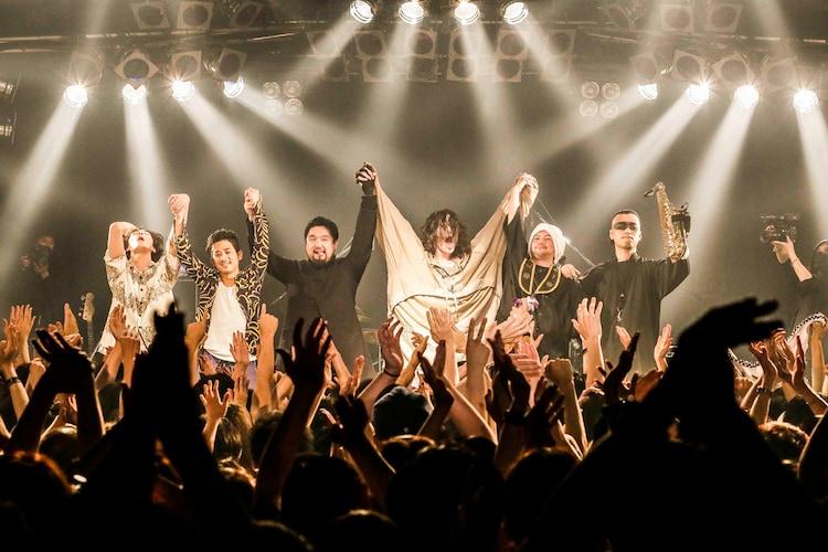 """ドレスコーズ「""""THE END OF THE WORLD PARTY"""" TOUR」神奈川・Yokohama Bay Hall公演の様子。(撮影:森好弘)"""