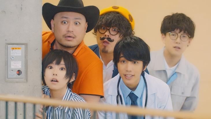 ポルカドットスティングレイ「阿吽」ミュージックビデオのワンシーン。