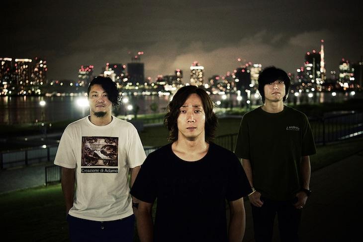 locofrank。左からTatsuya(Dr)、木下正行(Vo, B)、森勇介(G, Cho)。