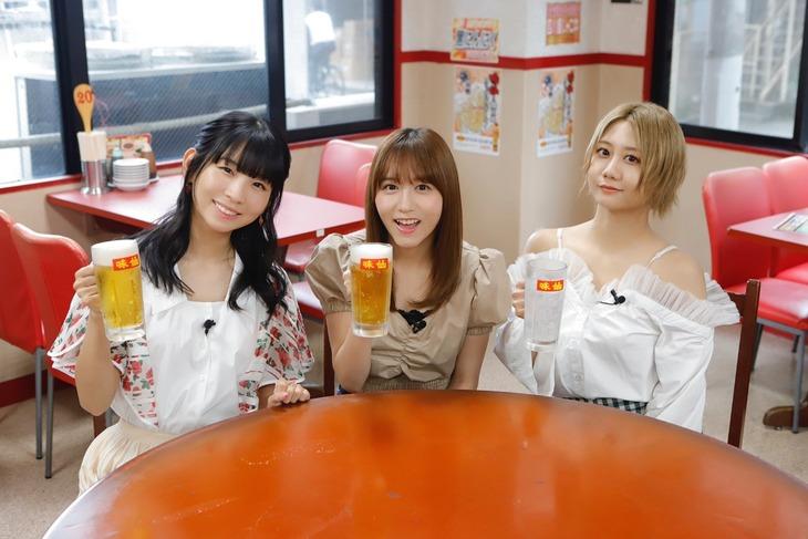 左から古川未鈴(でんぱ組.inc)、大場美奈(SKE48)、古畑奈和(SKE48)。