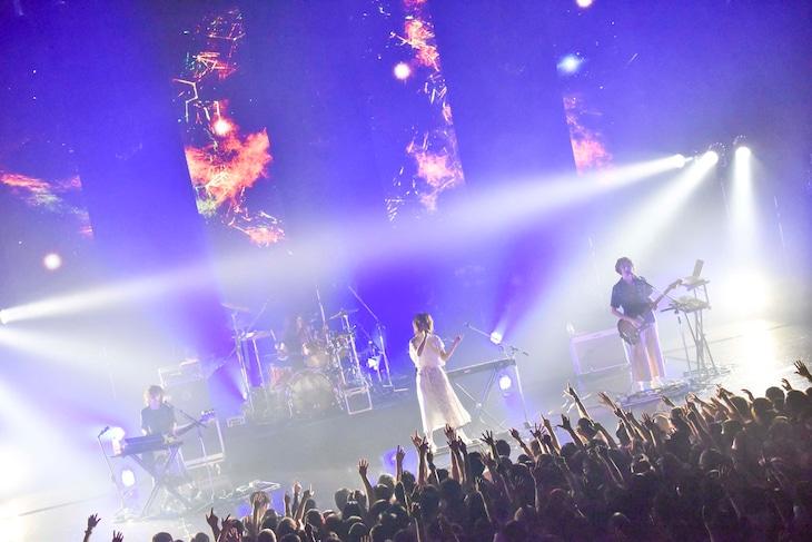 「お口ぽかーん!LAST TOUR ~寝ても覚めてもねごとじゃナイト~」より。(Photo by AZUSA TAKADA)