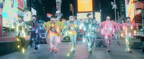 DA PUMP「P.A.R.T.Y. ~ユニバース・フェスティバル~」MVのワンシーン。