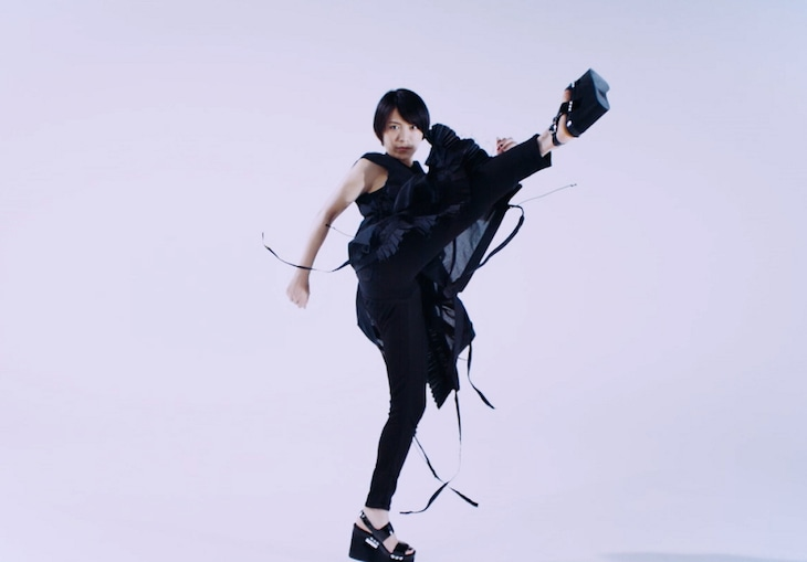 miwa「リブート」リリックビデオのワンシーン。