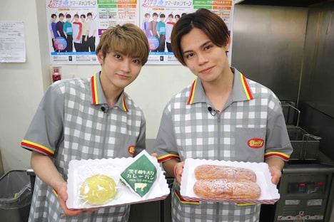 パンをオススメするユーキとカイ。(写真提供:フジテレビ)