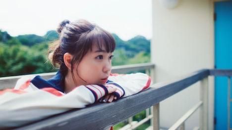 斉藤朱夏「くつひも」ミュージックビデオのワンシーン。