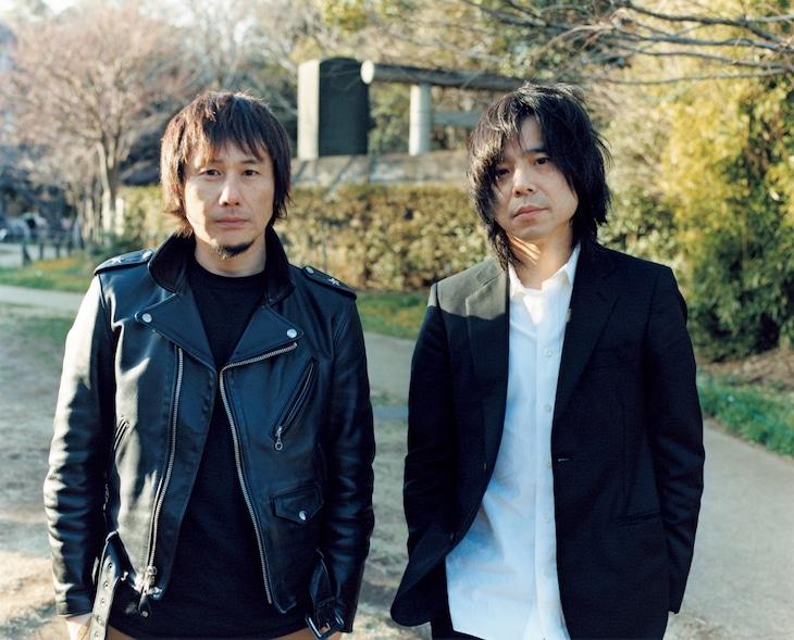 左から横山健、宮本浩次。(撮影:佐内正史)