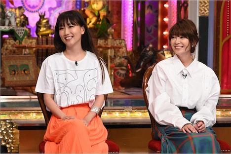 左から大塚愛、真木よう子。(c)日本テレビ