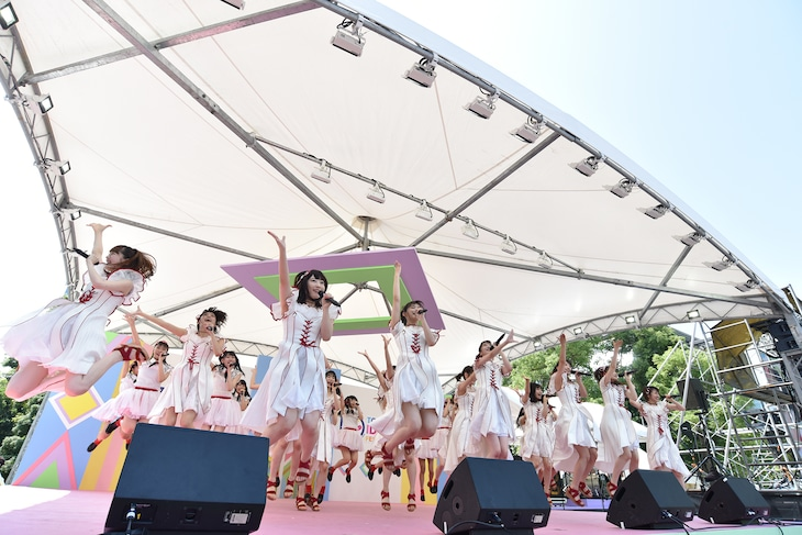 NGT48によるライブの様子。