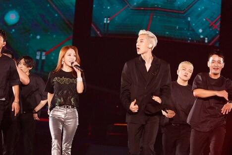BoAとチャンヨル(EXO)。(写真提供:エイベックス)