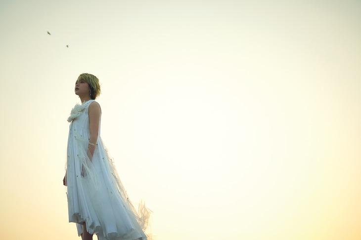 「別冊カドカワ 総力特集 欅坂46 20190807」より平手友梨奈。
