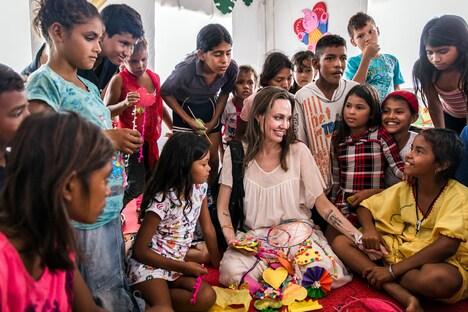 UNHCR(国連難民高等弁務官事務所)の特使として難民支援活動を行うアンジェリーナ・ジョリー。(c)UNHCR/Andrew McConnell