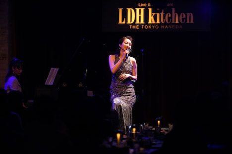 「Ms.OOJA AL『SHINE』release live @LDH kitchen」の様子。(撮影:神谷渚)