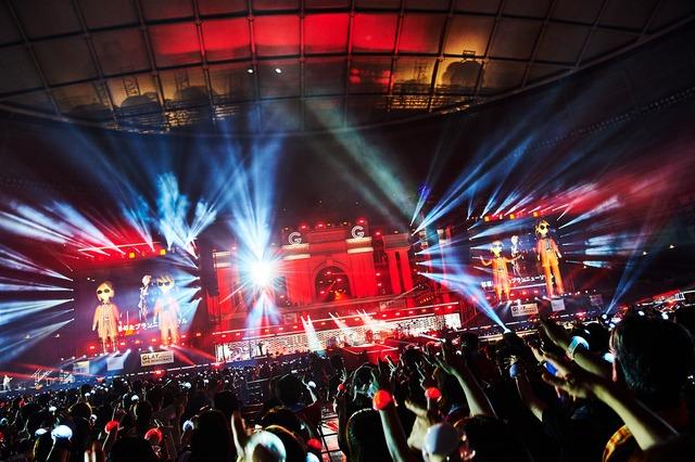 "GLAY「GLAY 25th Anniversary ""LIVE DEMOCRACY"" Powered by HOTEL GLAY」8月17日公演の様子。(撮影:田辺佳子)"
