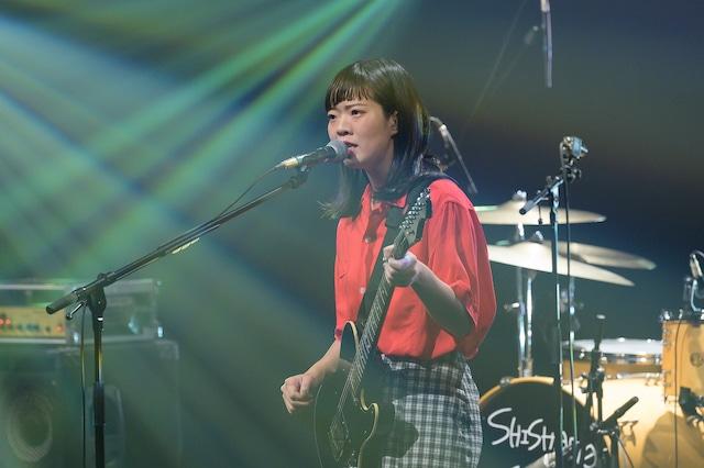 宮崎朝子(G, Vo)(写真提供:NHK)