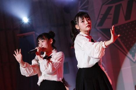 左から=LOVEの齋藤樹愛羅、齊藤なぎさ。(写真提供:SACRA MUSIC)